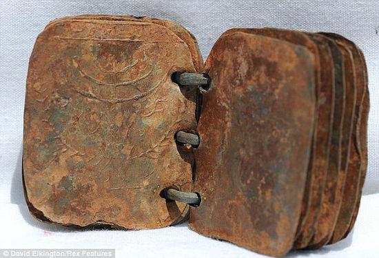 Resultado de imagen de la biblia de metal