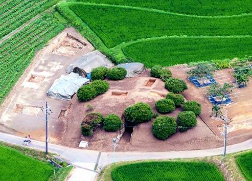 Montículo donde se encuentra la tumba piramidal.