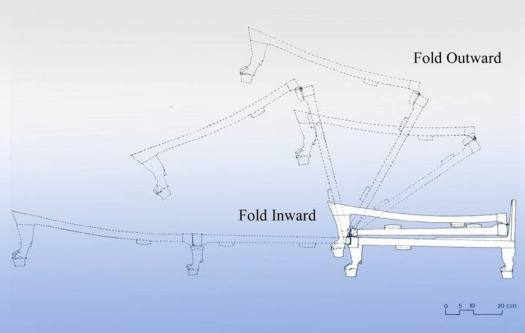 Las patas de madera del catre simulan las de un león. Tal nivel de elaboración requirió ingenio por parte de sus diseñadores para lograr el sistema plegable triple a través de bisagras.