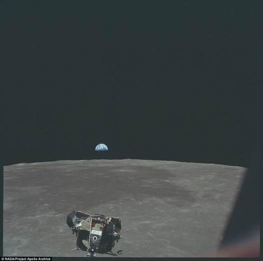 La Tierra de fondo.
