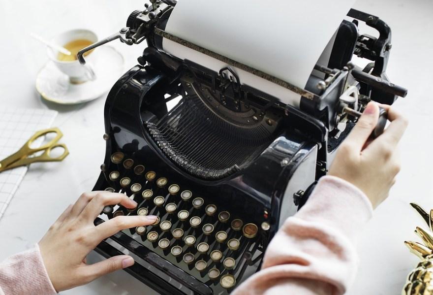 Storytelling image typewriter