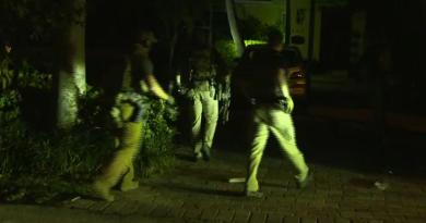 America 2019  -A predawn raid on Roger Stones Home (Leaked to CNN) 17 vehicles move in, 27 FBI agents in full SWAT gear, guns drawn, home surrounded.