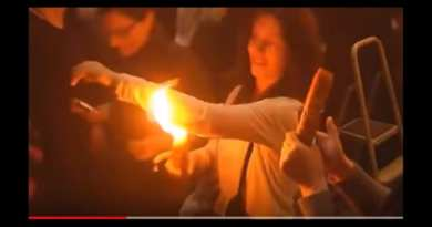 "Miracle The ""Holy"" Fire… at site of Jesus's tomb flame does not burn woman's  clothes"