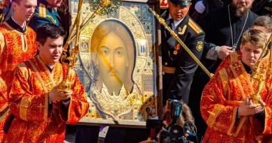 Signs: Russian Leader Putin Personally Paid to Have an Icon of Christ Made for Armed Forces… Orthodox Church Rising in Former Atheist Country
