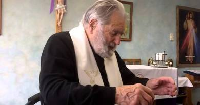 SAY THIS MIRACLE PRAYER DAILY & It will change Your Life! 95 Year old Healing Priest – 20 million views…