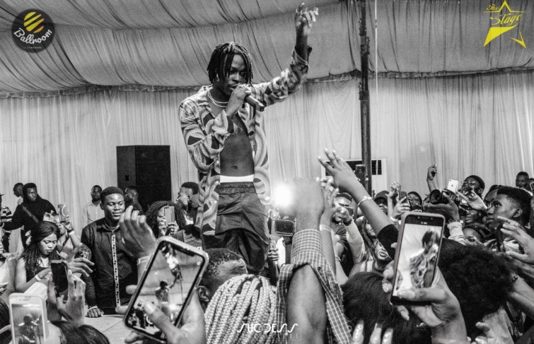 THE STAGE WITH FIREBOY DML WAS SOLD OUT IN ENUGU