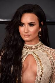 How to Get Demi Lovato's Loose Mermaid Waves - as seen at the 2017 grammys
