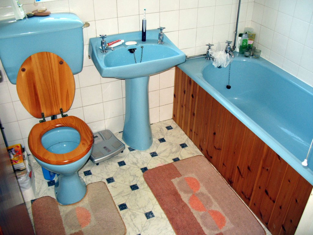 5 Signs Your Bathroom Needs Updating