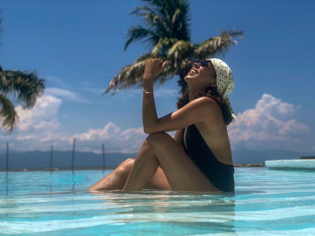 girl wearing black swimsuit in a beautiful beach.