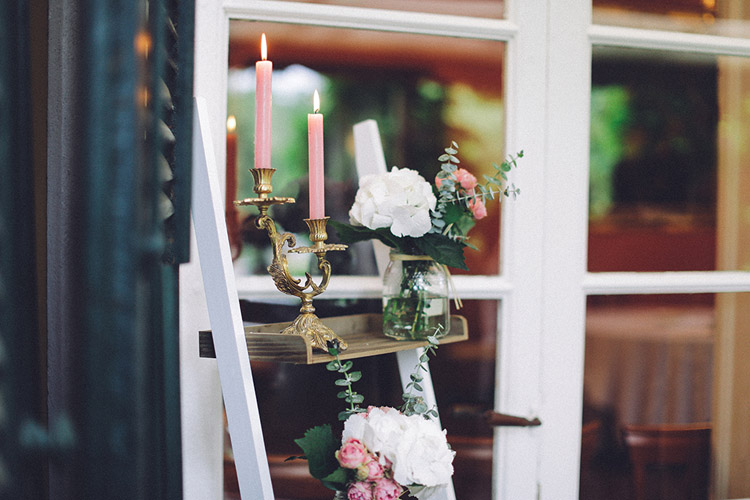 Vintage wedding reception decor. Details of a gorgeous wedding in Spain | More on: http://mysweetengagement.com/gorgeous-wedding-in-spain - Photo: David Fernández