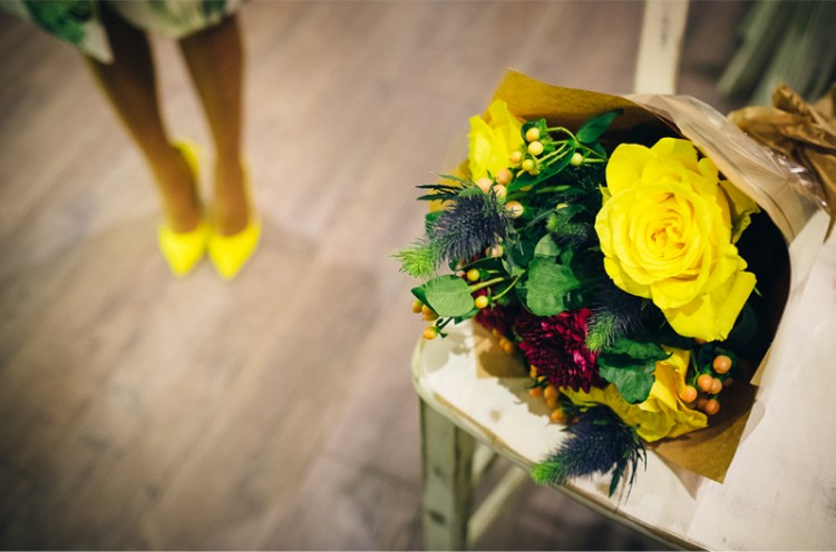 0009_10_engagement-session-bride-to-be-yellow-bouquet-and-shoes