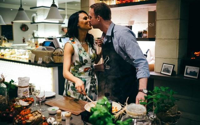 Sessão de noivado: Aula de culinária a dois – Fernanda e Richard