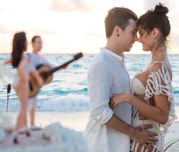 Victoria's Secret top model gets married in the Maldives and we show you ALL: http://mysweetengagement.com/victorias-secret-top-model-gets-married-in-the-maldives