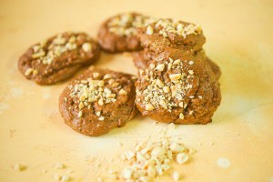 Vegan, gluten-free, refined sugar-free peanut butter, banana and oatmeal breakfast cookies | version with chopped raw peanuts