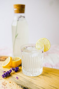 Lavender lemonade | mocktail | summer beverage | lavender season | vegan lemonade | herbs