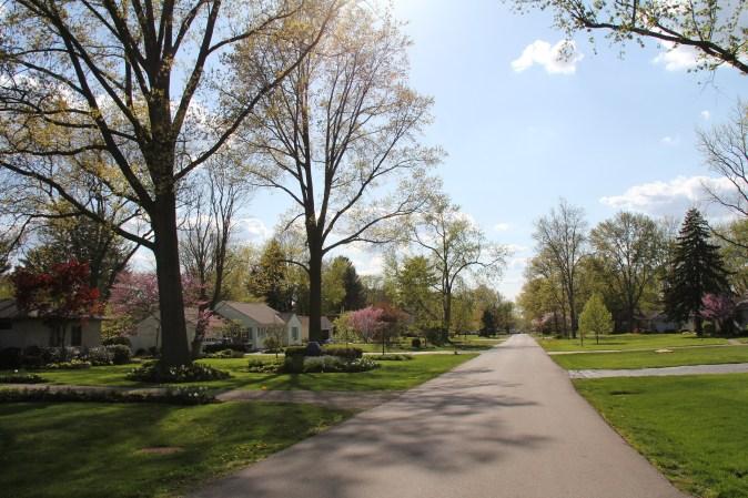 neighborhood-1057105_1920