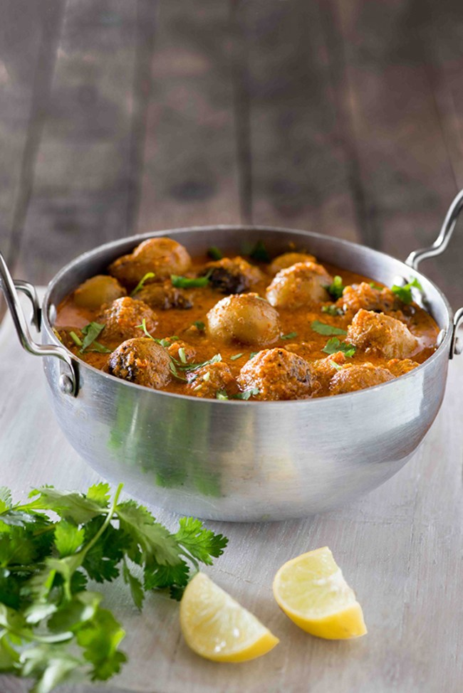 Kashmiri dum Aloo is a dish from the Kashmiri cuisine that is made with baby potatoes in a rich and spicy curry. Also known as Dum Olav or Dun Aloo, Kashmiri dum aloo is served with rice
