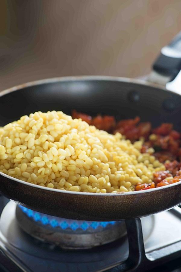 step by step recipe sookhi Urad dal