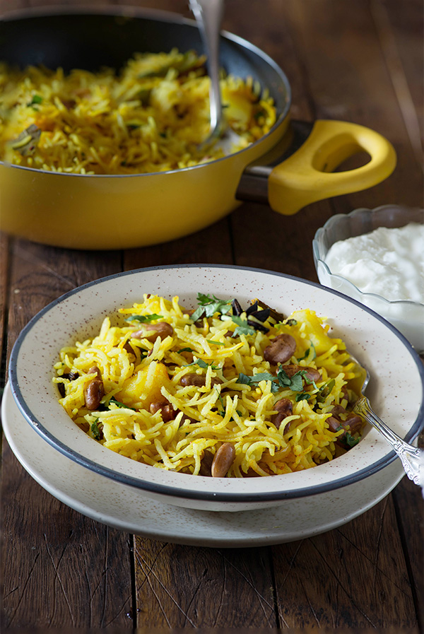 Rajma pulao is delicious one pot meal for vegetarians. The Indian Rajma pulao recipe or kidney beans pulao recipe is very simple and it makes a hearty comfort meal.