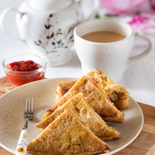 Spicy Indian French Toast is an Indianversion of the popularFrench toast. Quick and Easy Indian breakfast made with old bread and eggs is delight to eat and especially so if you love eggs and bread for the breakfast