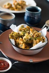 Crispy Palak Pakora Recipe – Palak Paneer Pakoda Spinach Fritters