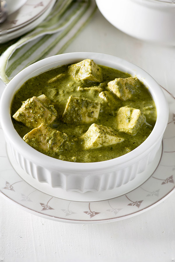 Makhmali Paneer curry is a spicy and aromatic quick paneer dish with vibrant color and flavors. Learn to make this quick paneer curry step by step video