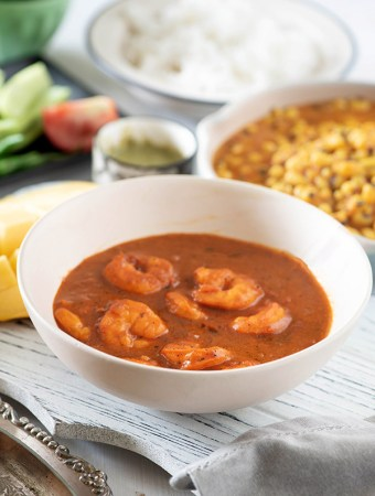Goan coconut prawn curry - a creamy, juicy, spicy, rich Goan curry with delicious coconut flavour