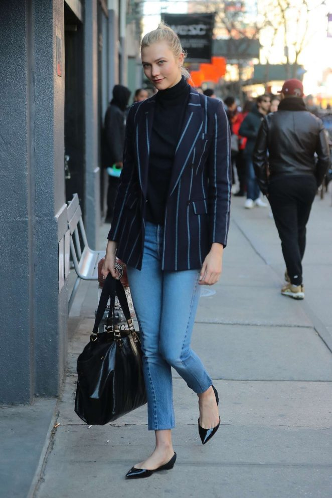 Karlie Kloss in Jeans – Out in NYC
