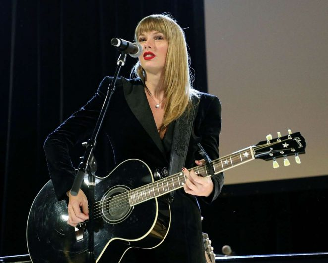 Taylor Swift - Performing at Ally Coalition Talent Show benefit concert in NYC
