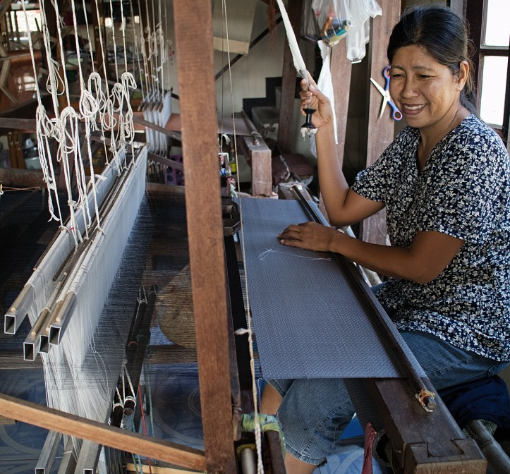 Weaving a Brocaded Thai silk