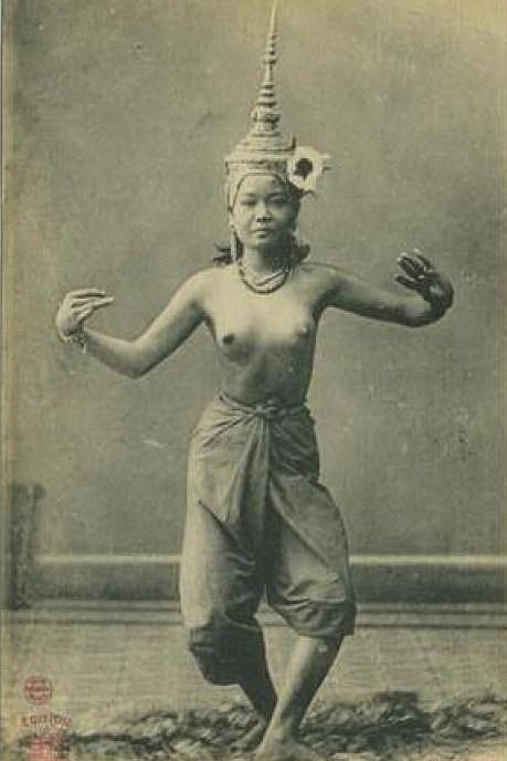 Topless Siamese Kon Dancer