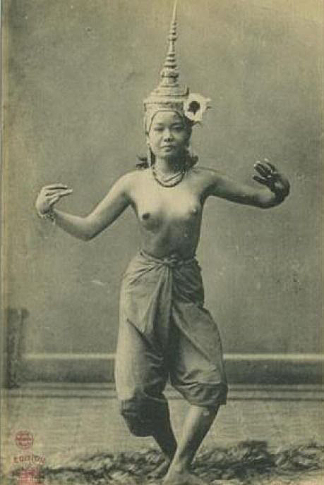 Topless Siamese Kon Dancer