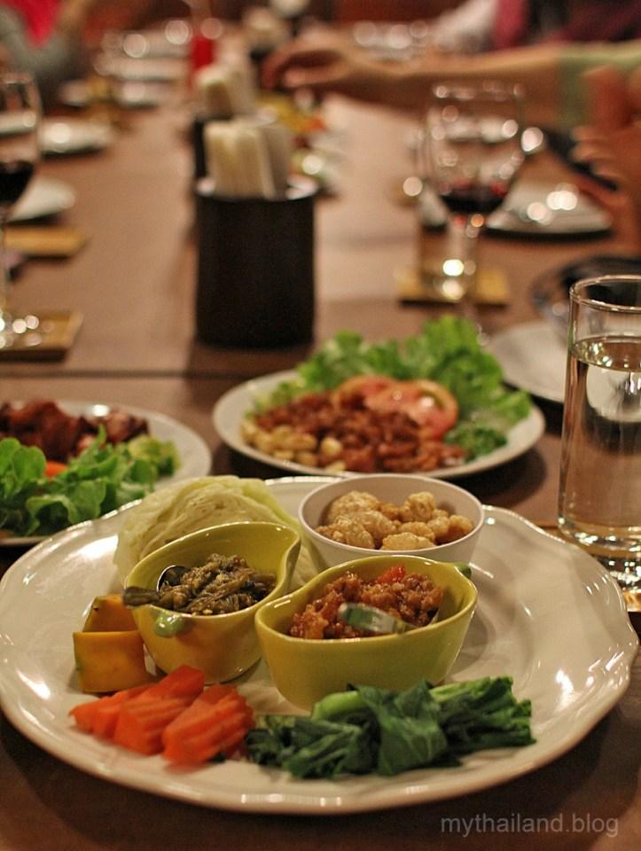 Thai food manners. Northern Thai food dinner