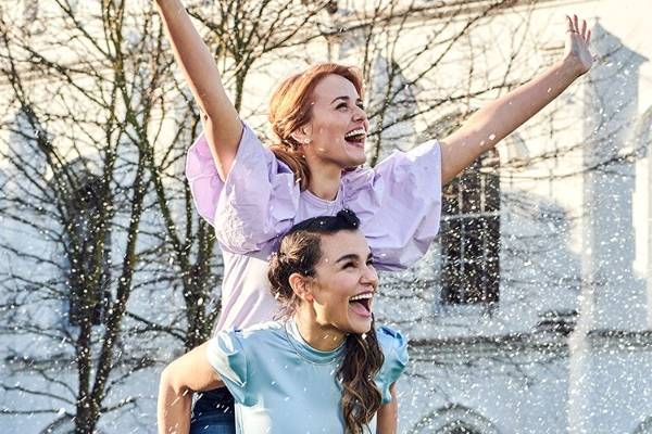 Stephanie McKeon and Samantha Barks star in Frozen in the West End. © Julia Kennedy for Disney