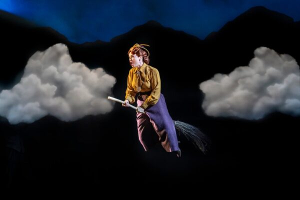 Dianne-Pilkington-in-Bedknobs-and-Broomsticks-photo-Johan-Persso