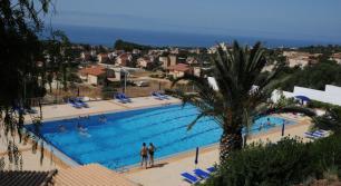 piscine vue sur mer en siicile