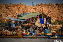 village flottant sur le tonle sap au cambodge