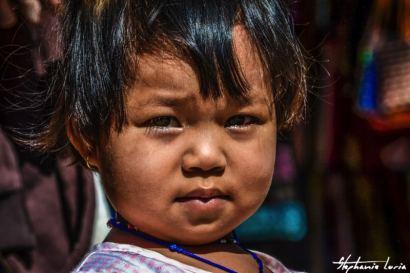 petite fille rencontre lors d un trek en thailande