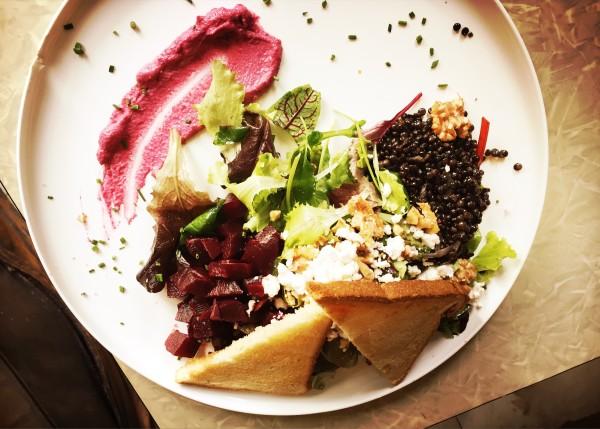 Hip en leuk Lunchen in het centrum met terras