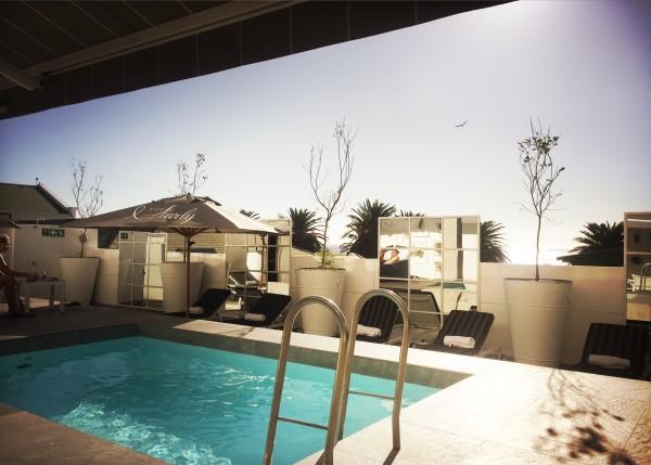 Rooftop pool Campsbay hotel