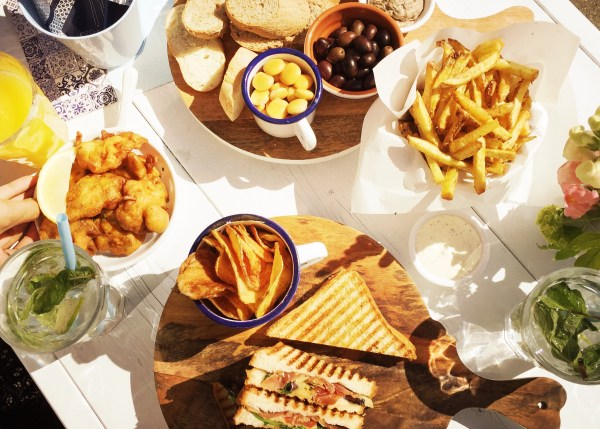 Girassol lunchen in de zon aan de Amstel