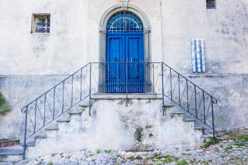 Monteggiori the blue door