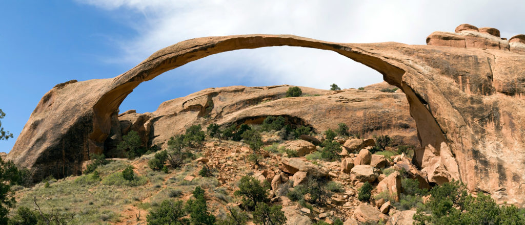 Landscape Arch - By Cacophony (Own work) [CC BY-SA 3.0 (http://creativecommons.org/licenses/by-sa/3.0) or GFDL (http://www.gnu.org/copyleft/fdl.html)], via Wikimedia Commons