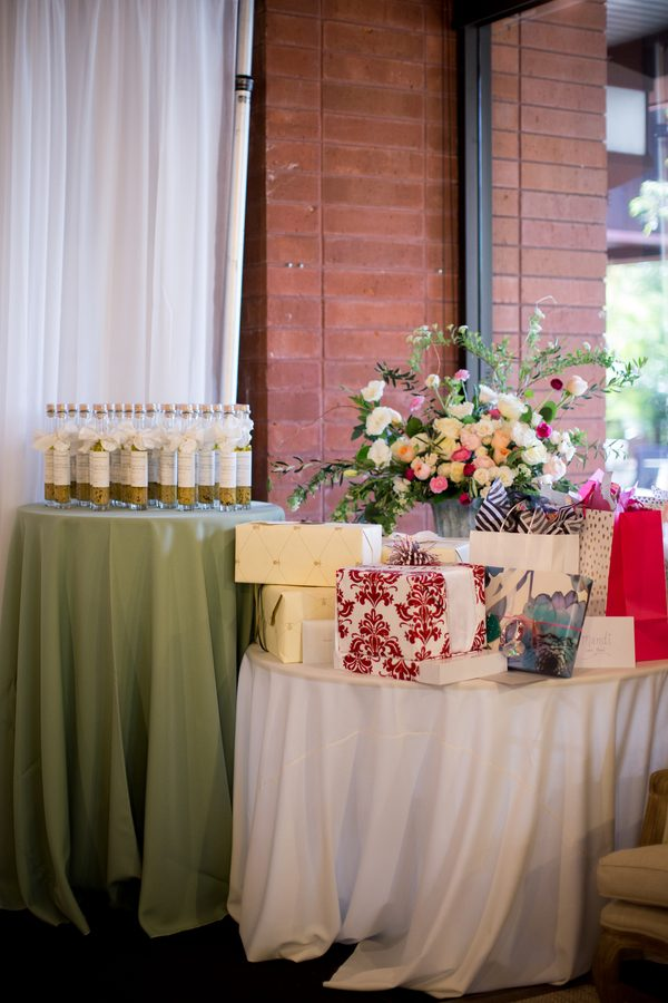 A Rustic Chic Bridal Shower In Bakersfield TrueBlu Bridesmaid Resource For Bridal Shower And