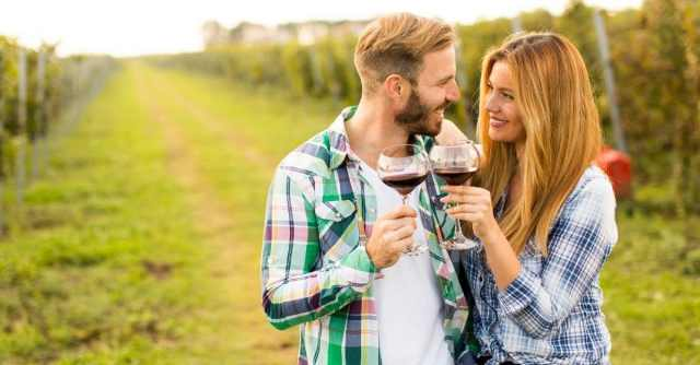 Couple at a vineyard - outdoor dates this Autumn