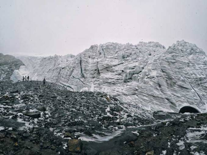 pastoruri glacier-snowing-day