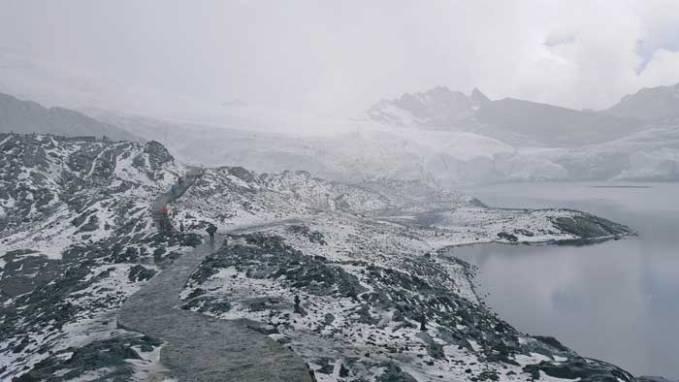 snowing-at-glacier
