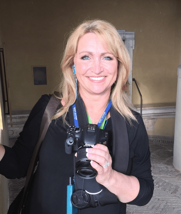 Photo of Rhonda Erb with fancy camera in Italy