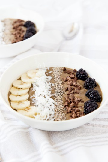 Superfood-Chocolate-Smoothie-Bowl-6-683x1024