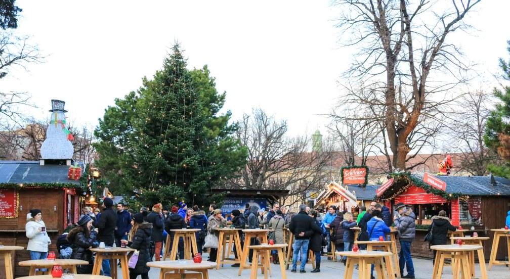 Christmas Village Altes AKH